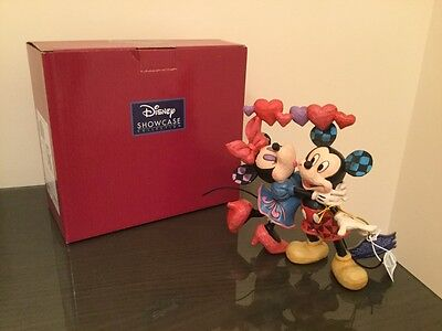 """brand new & boxed Walt Disney showcase collection """"Love is in the air."""""""