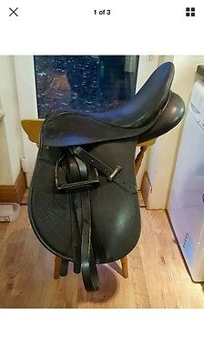 "Black 16.5"" Wintec VSD saddle with Cair"