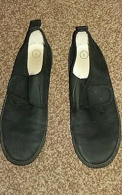 Unisex black velcro pumps size 1