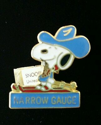 Rare Vintage Gold & Enamel Snoopy Ski Pin United Featured Syndicate 1958