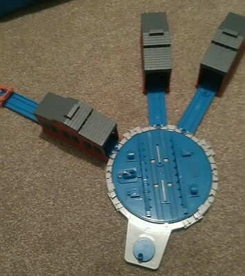 Thomas the tank engine & Friends Tomy Trackmaster TURNTABLE AND 3 SHEDS.