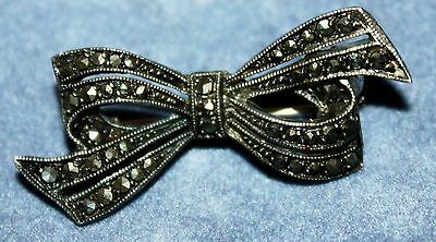 Beautiful Little Vintage Marcasite Bow Brooch