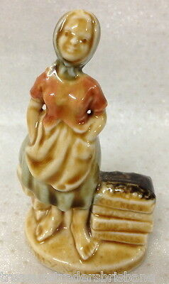 Wade Small Figurine Ireland Molly Malone Cockles Mussels