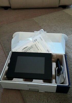 "Sony DPF-D85 8"" Digital Picture Frame with Remote.  Auto photo rotate."