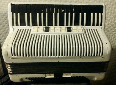 Hohner carmen 120 Bass Accordion