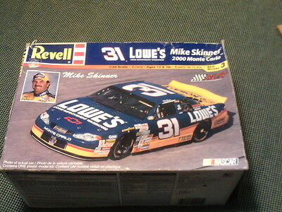 REVELL Mike Skinner Lowe's NASCAR Model Car #31