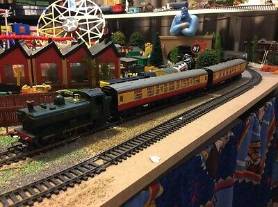 Hornby GWR TRAIN set with tanker