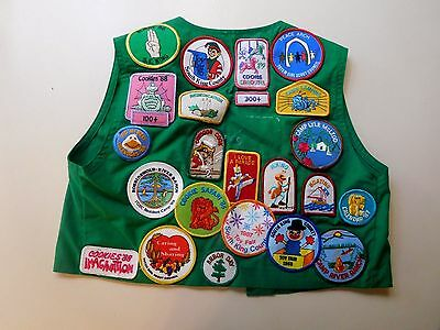 VTG 80's GIRL SCOUTS green VEST Over 34 Badges pins Washington State patches 12