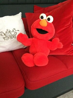 Sesame Street 'ELMO LIVE' Moving Story Telling Dancing Toy