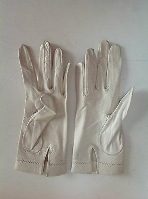 Vintage 1950s Delicate Fine Leather  Ladies Gloves, white size 7