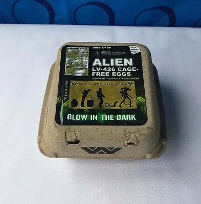Aliens Facehugger Figure Egg Box AvP Glow In the Dark Loot Crate Exclusive Minis