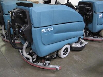 Tennant 5700 Floor Scrubber 34""