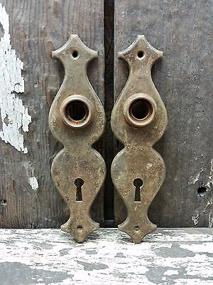 2 VTG Old SMALL Shabby Rustic Metal Hourglass Keyhole Door Knob Backplate Jewlry