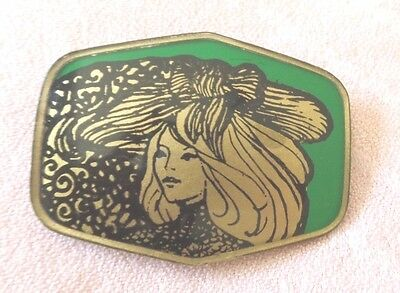 WONDERFUL ANTIQUE ART NOUVEAU HAND PAINTED BROOCH - BEAUTIFUL WOMAN on GREEN