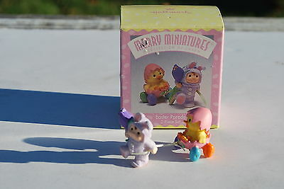 1997 Hallmark Merry Miniatures Easer Parade  2-Piece Set w/Box - Cute!!