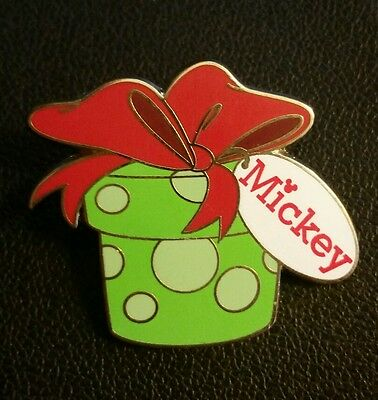 Disney Gift Card Promotion Pin 2015 - Presents - Mickey LE 2750 Disney Pin