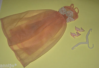 Vintage '66-'67 Barbie Dreamland #1669 Nightgown + special shoes + hanger