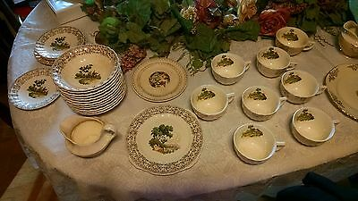 Several pieces of American limoges dishes 22 k gold Chateau-France 1 K-S 518