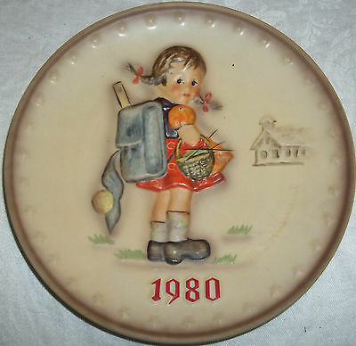 1980 Hummel Goebel Collector Plate Girl With Backpack West Germany