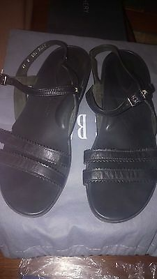 Ziera Ladies Black Leather Flat Sandals Size 41W