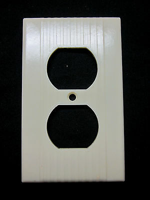 Vintage Leviton Ribbed Lines Ivory Bakelite 1 Outlet Plate Cover Art Deco
