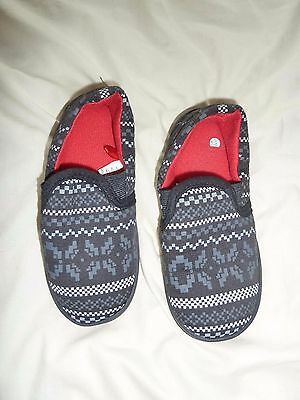 Boys Slippers in black with grey & white pattern Size 12 VGC by Matalan