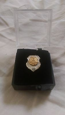 Brink's Brinks Inc Armored Car Service - GOLD 10 Year Anniversary Service Pin!!!