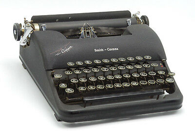 Vintage 1940s Smith Corona Clipper Typewriter with Original Case