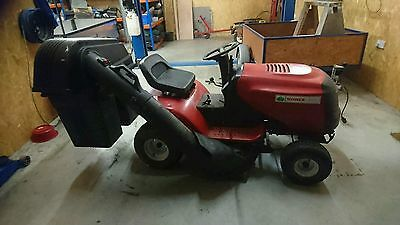 Ride on mower In very good condition runs perfect