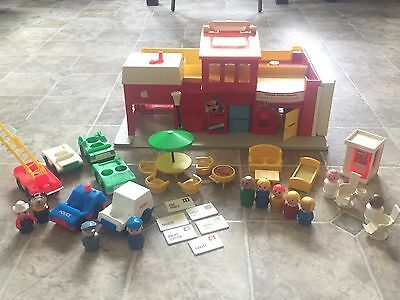 Vtg Fisher Price Little People Play Family Village Complete Set