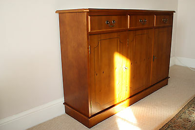 Beautiful yew sideboard - 3 drawers and 3 door cupboards - excellent condition
