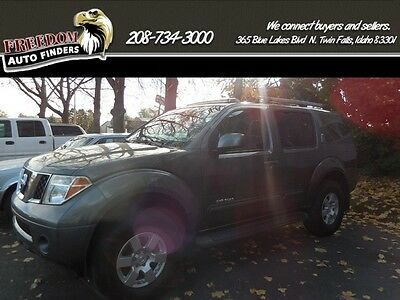 2005 Nissan Pathfinder SE Off Road 2005 Nissan Pathfinder SE Off Road, Gray, Third Row Seating, 4WD,Leather.