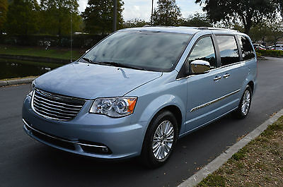 2013 Chrysler Town & Country LIMITED 2013 CHRYSLER TOWN AND COUNTRY LIMITED HANDICAP POWER LIFT 7K MILES PERFECT