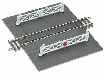 Peco ST-268 Setrack Straight Level Crossing with Gates (OO gauge)