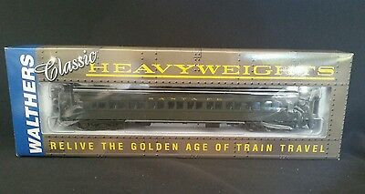 Walthers Heavyweight Paired Window Coach Santa Fe #932-10102