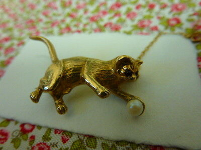 """Vintage Solid 9ct Gold """"CAT with pearl ball"""" BROOCH - safety chain - Garnet eyes"""