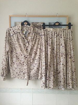 Retro Ladies Skirt And Blouse Size 22 Gold Cross Polyester Suit 70s 80s Pleated