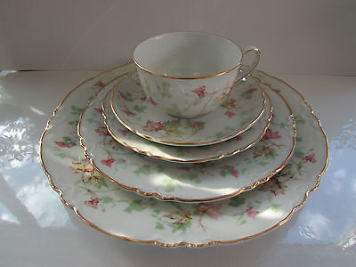 5  piece place setting  Hutschenreuther china Maple Leaf Scalloped  Bavaria