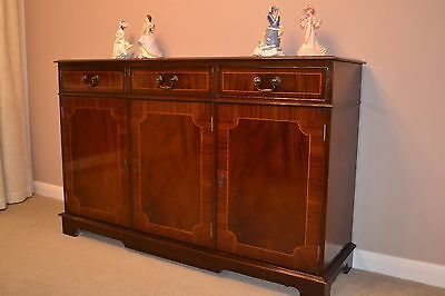 Fine Quality Antique Reproduction Inlaid Mahogany sideboard