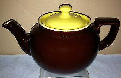 Two Tone 6-Cup Boston Teapot made by Hall China