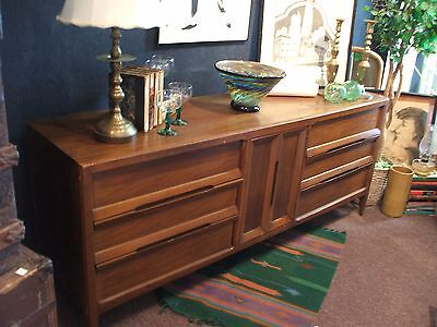 Danish Modern Walnut Buffet Credenza Dresser Vintage Flat Screen TV Stand