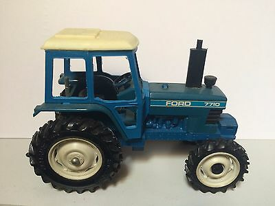 9523 Britains FARM FORD 7710 Tractor - Scale 1:32 - 1980's