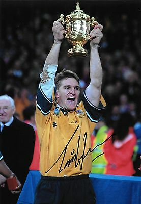 tim horan celebrating with world cup trophy 1999 signed 12x8 photo PICTURE PROOF