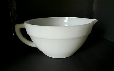 Vintage Fire King Anchor Hocking Batter Bowl w/ Handle & Spout Lip Milk Glass