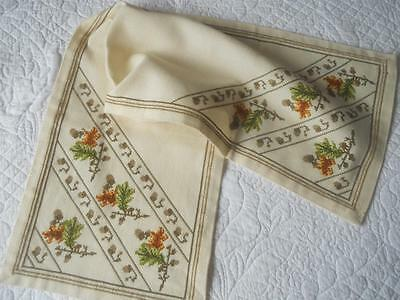 Vintage Cream Table Runner X Stitch Embroidery Oak Leaves Acorns