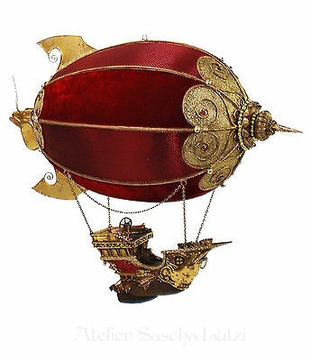 Katherine´s Collection Edles Luftschiff Zeppelin Rot Gold Samt 42cm x 37cm NEU