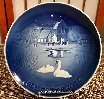 1974 Royal Copenhagen Bing & Grondahl CHRISTMAS IN THE VILLAGE Collector Plate
