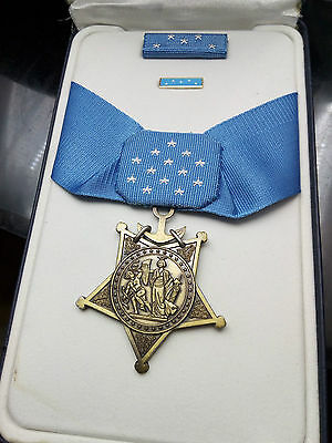 US Navy MEDAL OF HONOR and RIBBON BAR - Full Size - American WW2 Replica Award