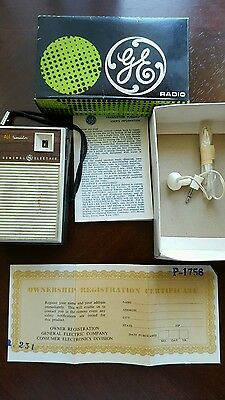 Vintage 1960's GE General  Electric Transistor AM Radio  Working with box