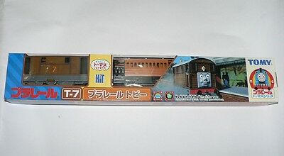 Tomy Trackmaster Thomas and Friends T07 MOTORIZED Train Toby With 2 Trucks